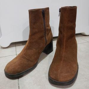 Nine West brown chunky heel booties